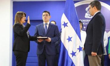 Juramentan a Alba Flores como nueva ministra de Salud