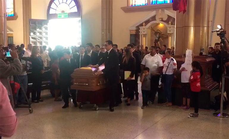 Cientos de hondureños se congregan en la basílica de Suyapa en misa de Ferrari (Video)