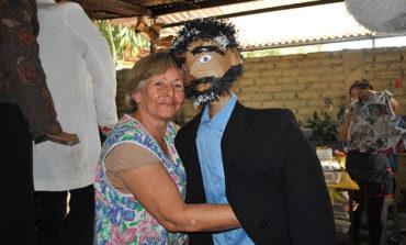 Monigotes listos para estallar al fin del año en Siguatepeque