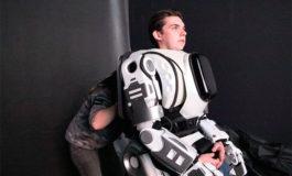 Robot presentado por la televisión rusa resultó ser un hombre disfrazado (Video)