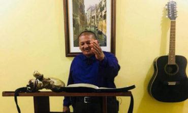 En tradición, guatemaltecos queman piñata del polémico apóstol hondureño Santiago Zúñiga