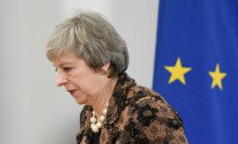 Aplastante derrota sufre Theresa May en el Parlamento