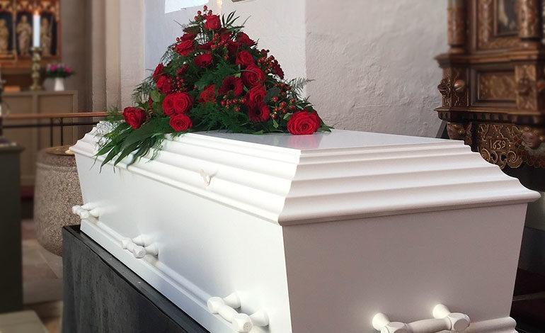 Una familia se niega a enterrar a su hijo muerto porque espera que resucite