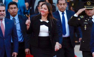 Vicuña será vicepresidenta de Ecuador hasta que Congreso acepte su renuncia
