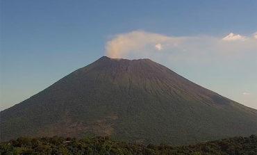 Persiste la emisión de gases en el volcán Chaparrastique en El Salvador