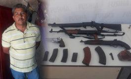 Detenido hombre por tenencia ilegal de fusiles y pistolas