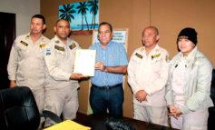Bomberos le confieren  reconocimiento al alcalde
