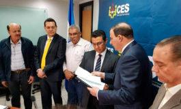 Obreros y empresarios entregan a la Secretaría de la Presidencia anteproyecto de la Ley del IHSS