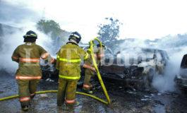 Cuerpo de Bomberos: Incendio de vehículos en plantel de la OABI fue provocado