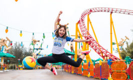 Cantante y actriz mexicana Karol Sevilla, de visita en Walt Disney
