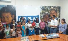 Plan Internacional entrega lentes a niños pobres