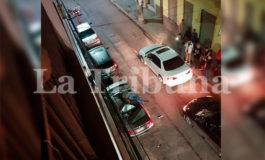 Hombre se lanza del cuarto piso de un hotel en Tegucigalpa y sobrevive (Video)