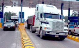 Transportistas de carga anuncian paro de labores por alza al peaje