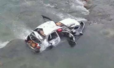 Supuestos asaltantes caen al río tras persecución