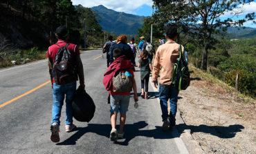 Otra caravana de 200 migrantes salvadoreños sale para EEUU
