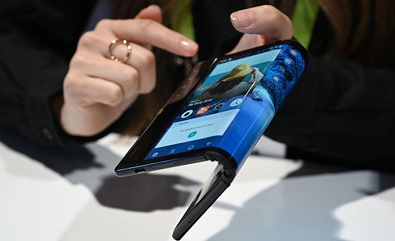 CES 2019: Royole presenta el primer celular inteligente con pantalla plegable