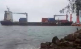 Buque colisiona contra barreras de muelle en Puerto Cortés (Video)