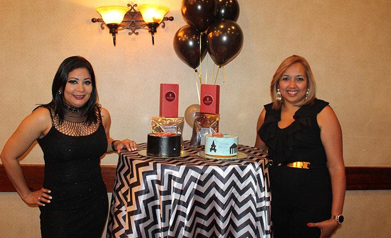 Agasajan por su cumpleaños a Débora Santos y Paula Jiménez