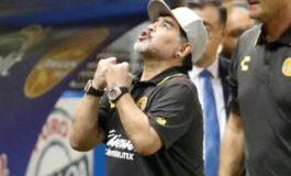 Internan a Maradona por sangrado estomacal en clínica argentina, según prensa