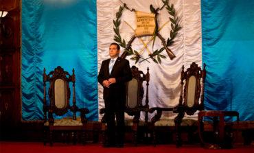 Guatemaltecos piden la renuncia del presidente Morales y apoyan a la Cicig