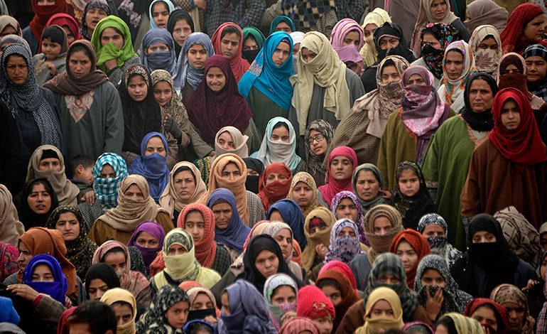 Una tercera mujer entra en el templo de Sabarimala en India