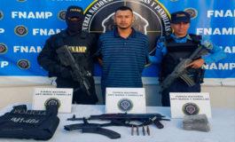 Cae pandillero de la 18 con fusil, drogas y chaleco antibalas