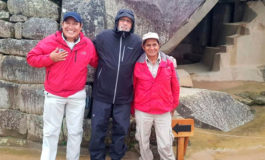 Robert de Niro visita Machu Picchu bajo la lluvia
