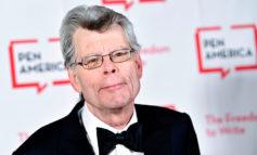 Stephen King salva la sección literaria de un periódico local de EEUU