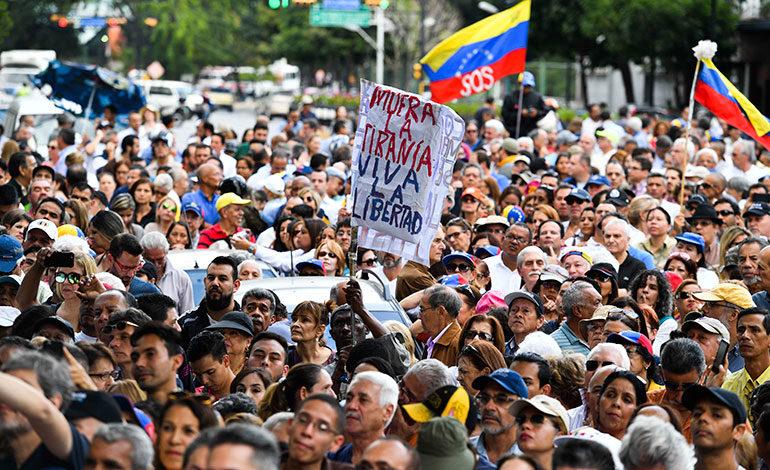 """Parlamento opositor convoca marcha por """"gobierno de transición"""" en Venezuela"""