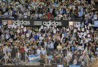 0517 argentina hinchas 650x446