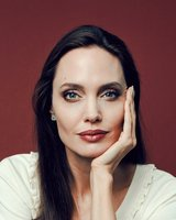 17angelina jolie1 articlelarge
