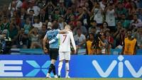 Futbol mundial cristiano ronaldo ayudo cavani salir campo uruguay portugal n328257 940x529 482303