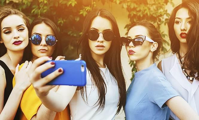Selfie cinco istock