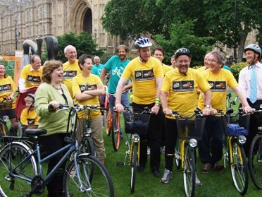 Cycling MP Emily Thornberry and Transport Minister Tom Harris