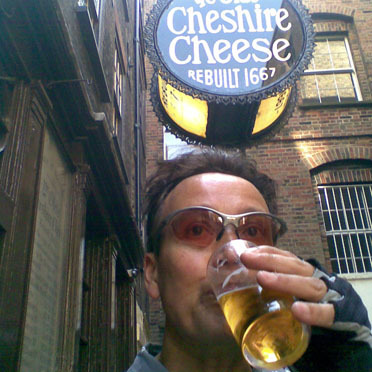 Koy Thomson and staff enjoy a 30th anniversary drink at The Olde Cheshire Cheese