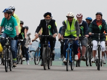 Roger Evans, GLS member Redbridge & Havering, Lee Scott  MP, Cllr Keith Perince, Leader of Redbridge Council 006a is the start of the Movers & Shakers Ride, led by Chris Elliott