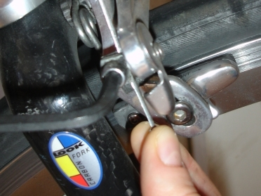 Tightening the cable manually
