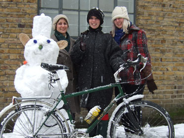 London cyclists brave the snow