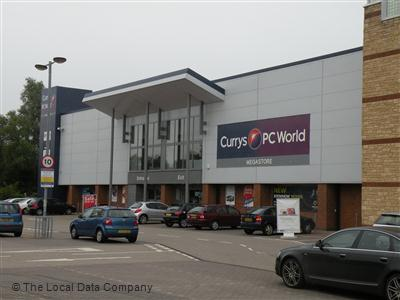 PC World PC World stores in Reading - Opening times, phone numbers and addresses Here you can find all the PC World stores in Reading. To access the details of the store (location, opening times, website and current offers) click on the location or the store name.