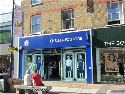 Watch video· A shop assistant was suspended from work and forced to apologise after calling Chelsea defender John Terry 'a pig' and 'a disgrace'.