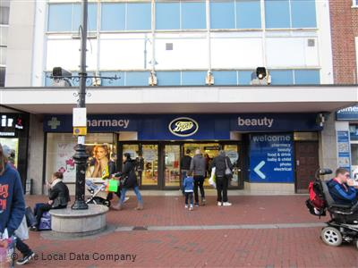 boots reading opening times
