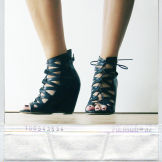 Polaroid_shoes_opt_m