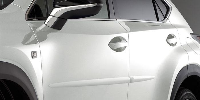 Lexus NX 2018 Moulures protectrices latérales