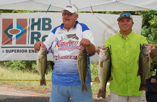 Rayburn oilmen s classic presents a 30 000 check to st for Sam rayburn lake fishing report