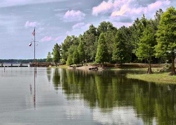Cedar creek lake in pictures cedar creek lake at mcnarosa for Cedar creek lake fishing