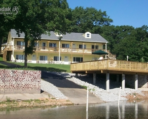 Grand Lake Waterfront Lodging