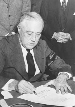President Roosevelt signs declaration of war (Credoreference)