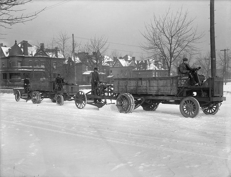 Snow plow in Pittsburgh, December 16, 1914, from the ULS Digital Library's Historic Pittsburgh image collection