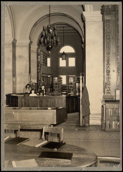 Robbins Library circulation desk, 1947