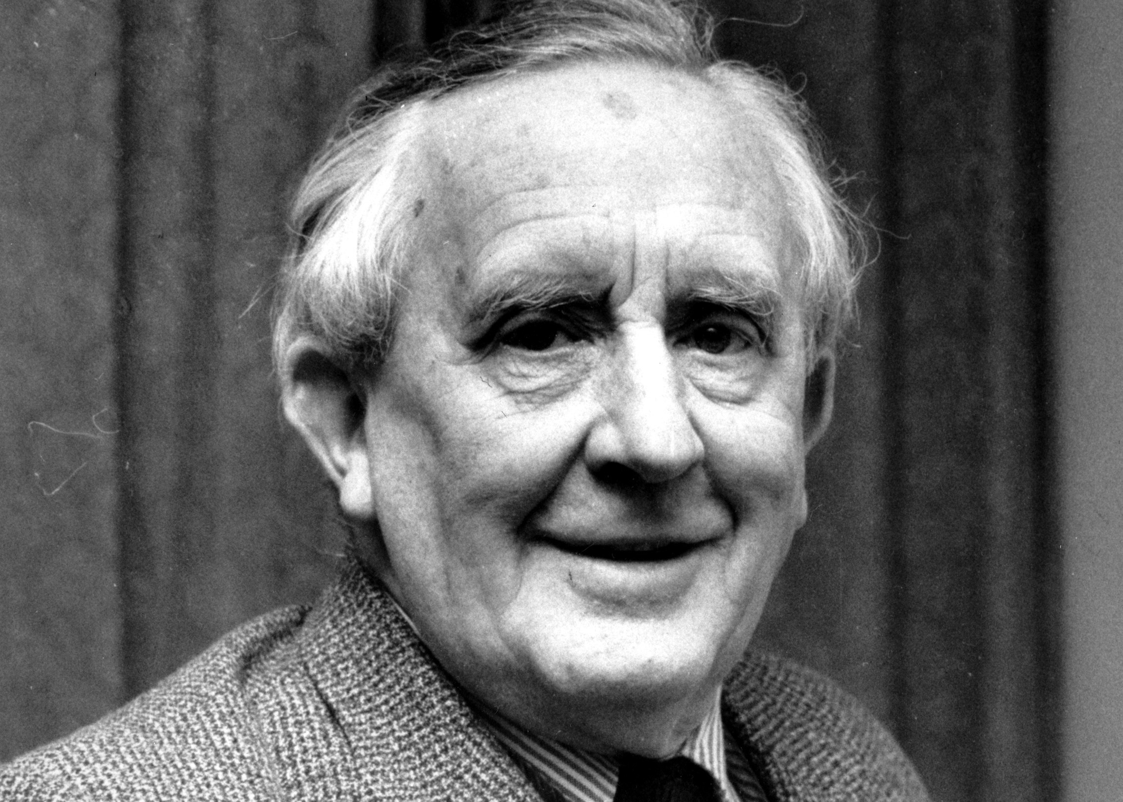 http://s3.amazonaws.com/libapps/accounts/11695/images/j-r-r-tolkien1.jpg